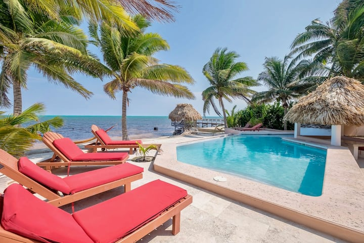 Beachfront 4BR: private pool, views, AC, pier...