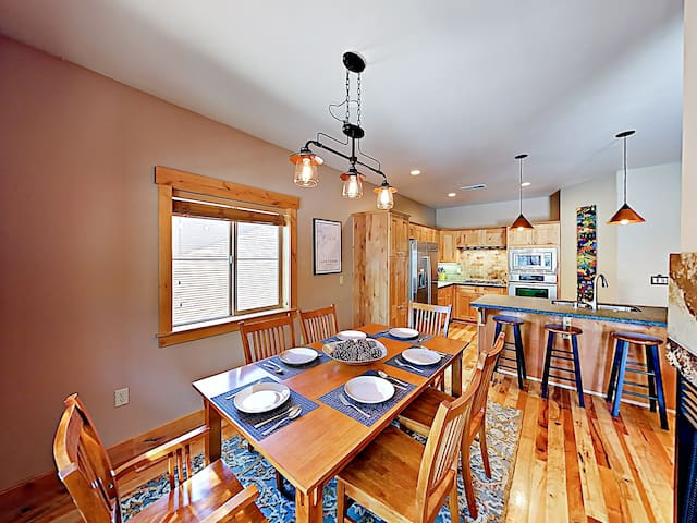 There's seating for 6 at the dining table and room for 3 at the kitchen island.