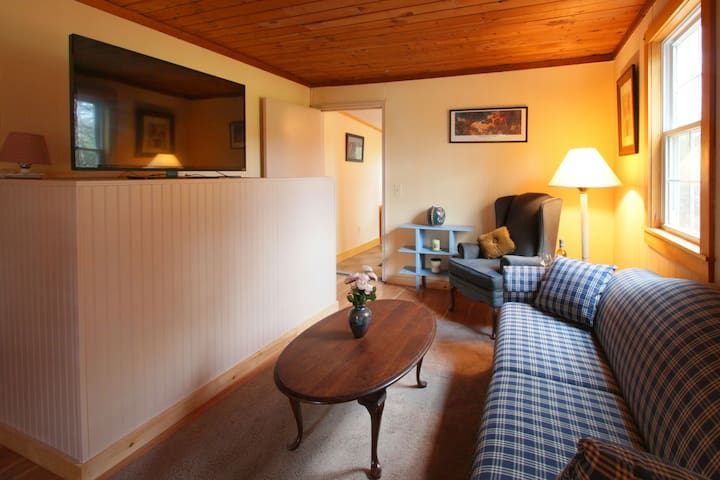 Cozy, Quiet Cottage on Country rd 2 mil from I-91 - Bernardston - Casa