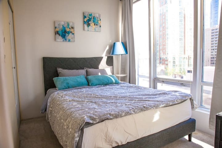 Amazing Central Location-2 bedroom-free PARKING,AC