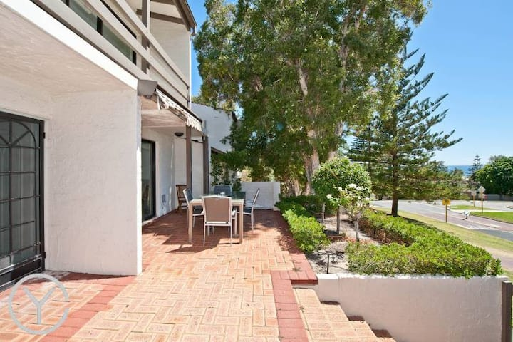 Stylish Cottesloe Townhouse
