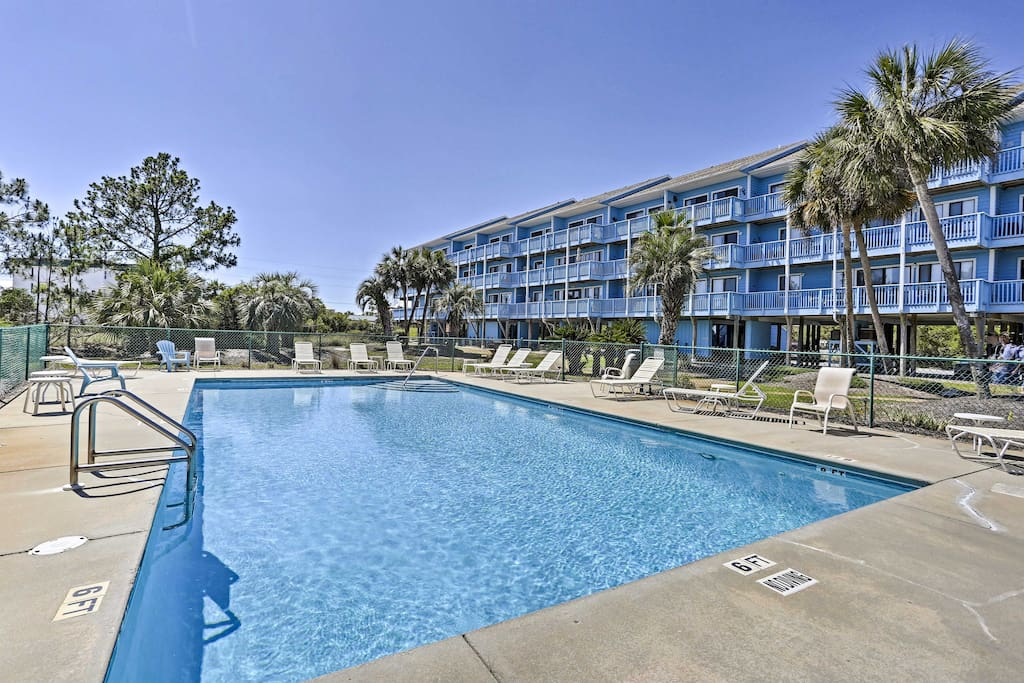 Enjoy access to the Beachfront II amenities, such as a pool and outdoor grills.