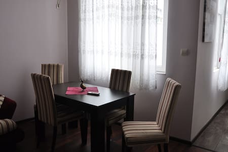 Cozy apt in the heart of Burgas - Apartment