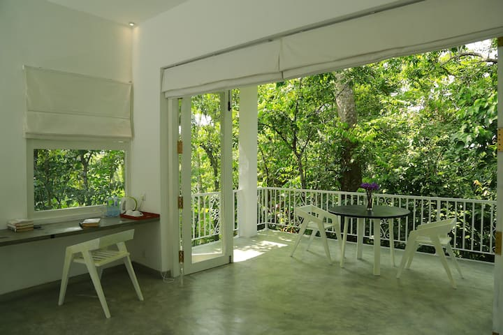 Luxurious Tropical Forest Suite - Kithul