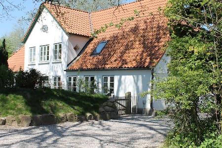 280 m² Bauernhaus mit Sauna, 800 m von der Ostsee - Pommerby