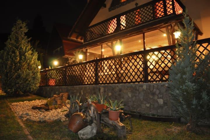 CASA VEVERITELOR DIN BRAN (Cosy holiday house)