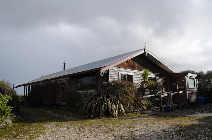 Retreat to Beaconstone Eco Lodge Mountain View Hut