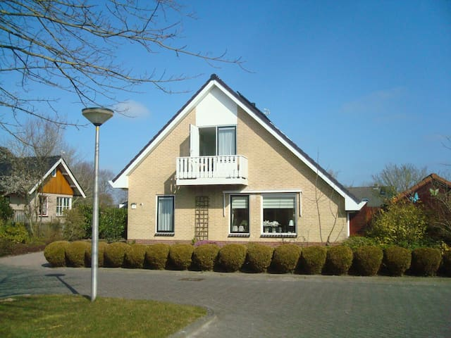 Bed en Breakfast de Stuit,  1 persoonskamer - Witmarsum - House