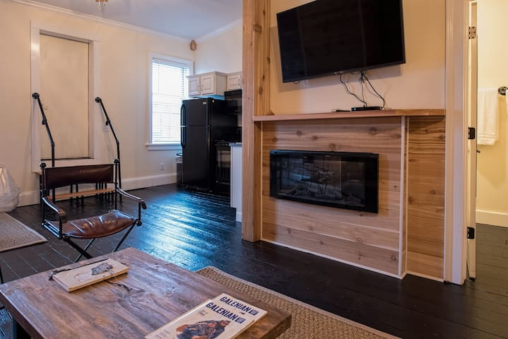 Fireplace Apartment on Main Street Galena
