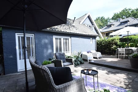 Hip summer house in the centre of artists' village Bergen with terrace