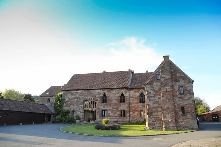 Talbot & Walford Apartments at Flanesford Priory - Goodrich - Byt