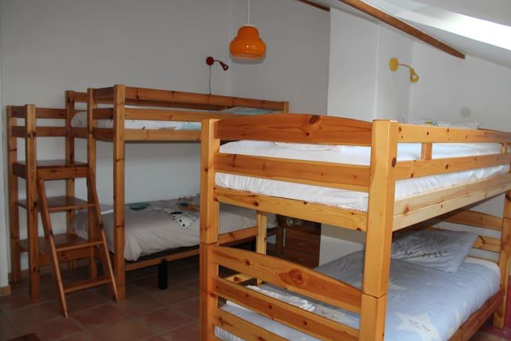 Les enfants, 4 lits 90x190