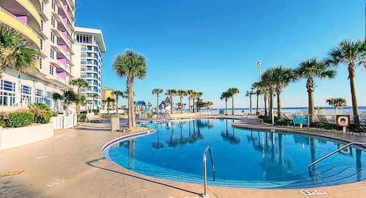 2Bd Beachfront Resort w/ 4 Pools, Hot Tubs, Gym