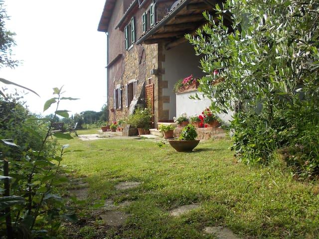 Emilio's La Busattina farm - San Martino sul Fiora - Hus