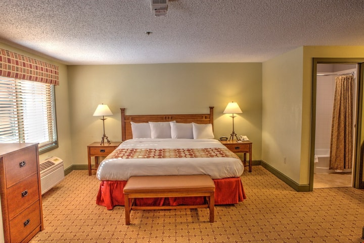 Slopeside Convenience and Amazing Rates for Cozy Village Charm