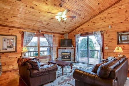 """Ridge View Cabin """"Home Away From Home"""" 2.7 miles from TIEC - Tryon - Blockhütte"""
