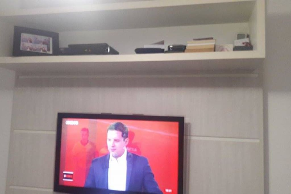 "Tv Quarto 32"" LED Qt casal"