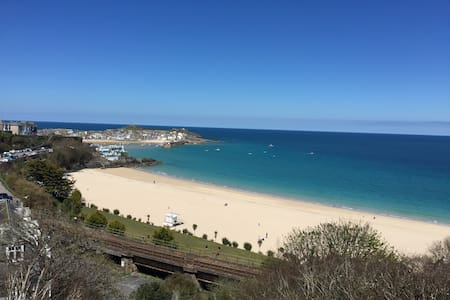 Big quirky house with amazing views - Saint Ives