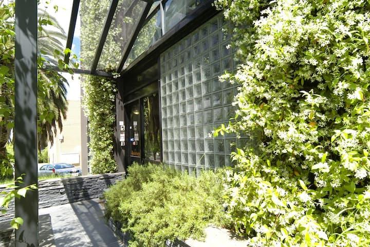 Apartment next to Fitzroy Gardens (S#1)