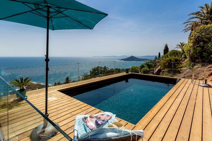 Villa à Anthéor vue mer à 180° et piscine privée
