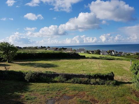 Plouhinec : maison familiale avec vue sur mer