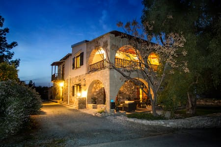 Village villa B&B Larnaca countryside charm - ラルナカ