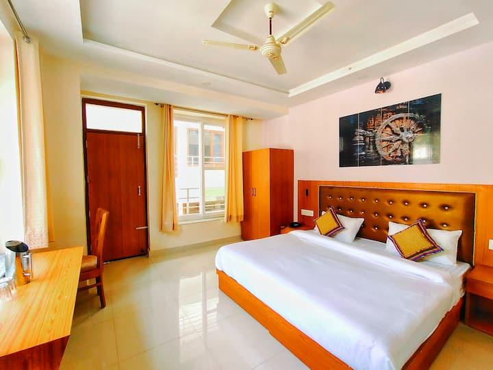 Deluxe Room with Breakfast @ Karwaan Hostel