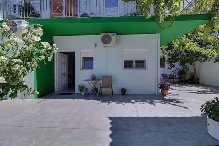 Carpe Diem apartments near the Athens airport