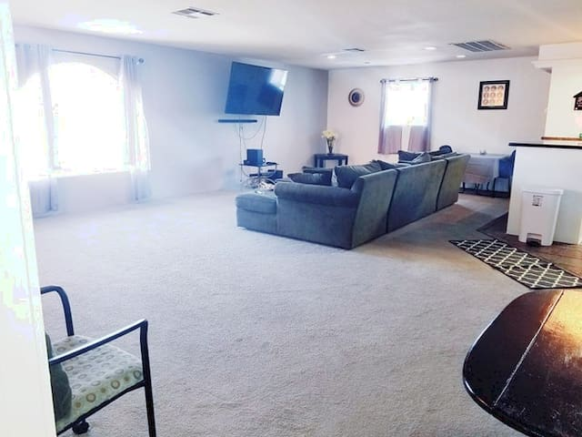 "Extra Large Comfy ""Private LOFT"" Near Strip!"