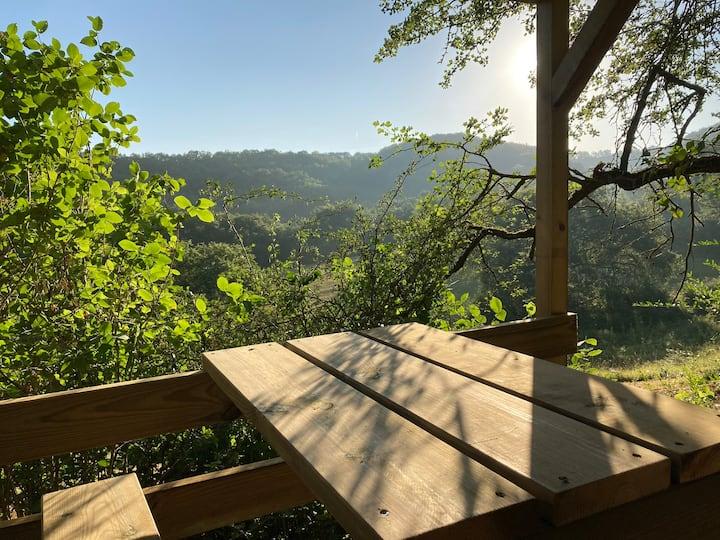 Cabane Bivouac à l'ombre des chênes