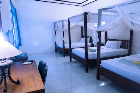 Lakey Peak Sumbawa Triple AC Room