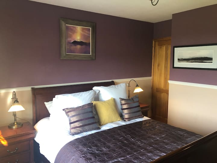'Scarp ', ground floor room , easy access .