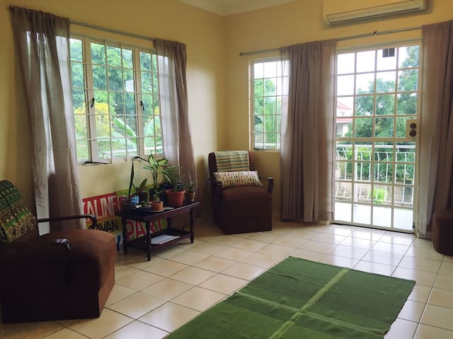 Quiet Room In The Greenhouse (Near UWI) - St. Augustine - Apartemen