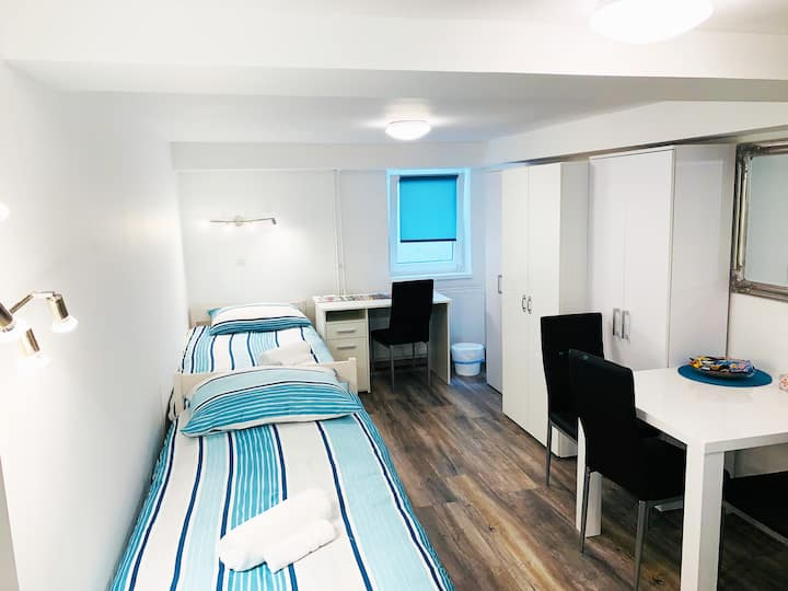 New double room no.12 in a guest house+parking
