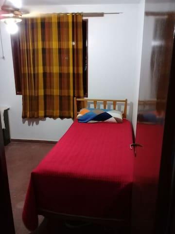 Habitación disponible para viajeros o intercambio.