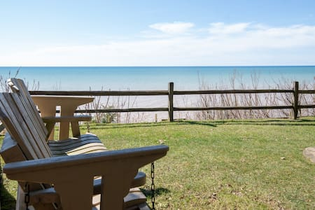 Eagle Bluff Cottage at Lake Michigan
