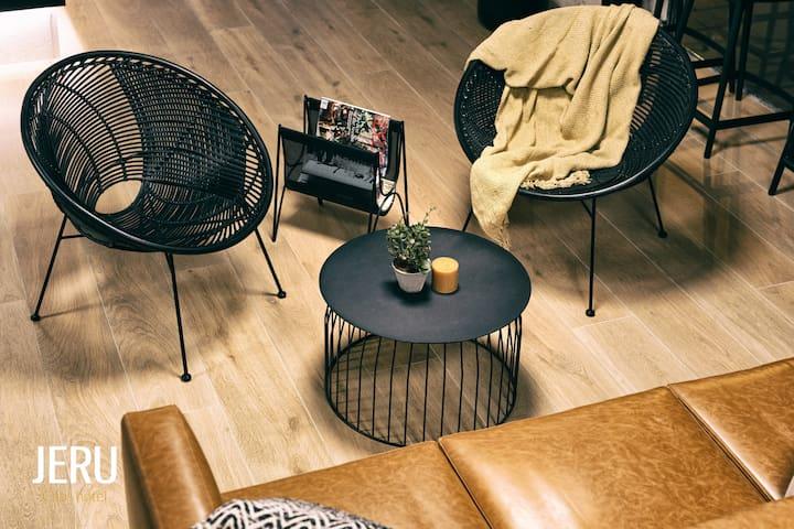 Cozy pod in new hotel
