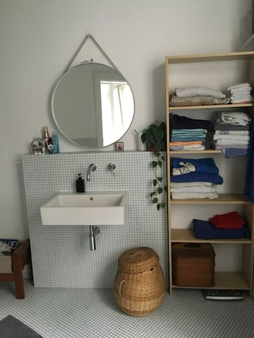 Large Bathroom / großes Bad