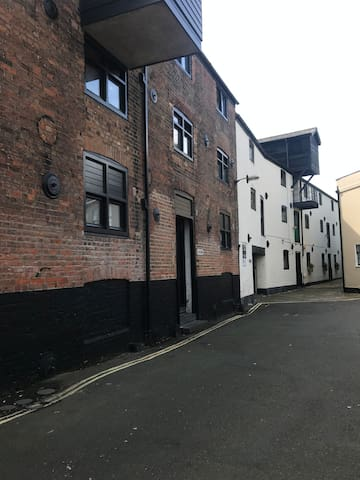 Ground floor flat in Grade 2 listed Warehouse