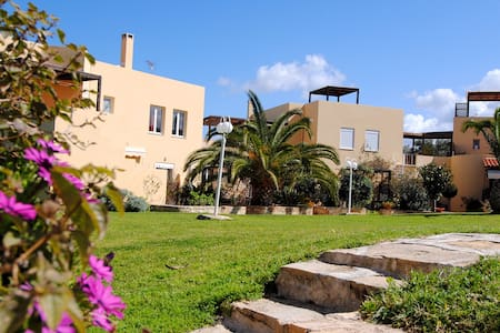 Charming Garden & Pool View Apartment in Rethymno - Loutra - 一軒家