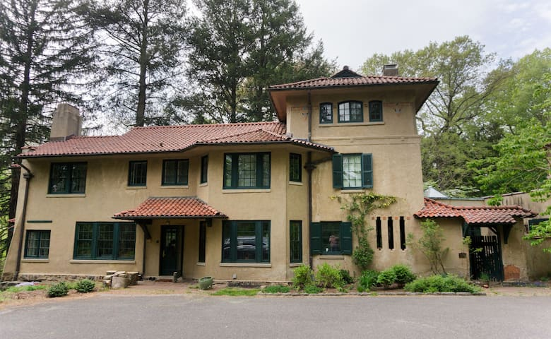 Rose Valley Arts & Craft Home