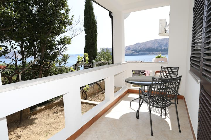 Apartment Jasna 2 with Balcony and Sea View