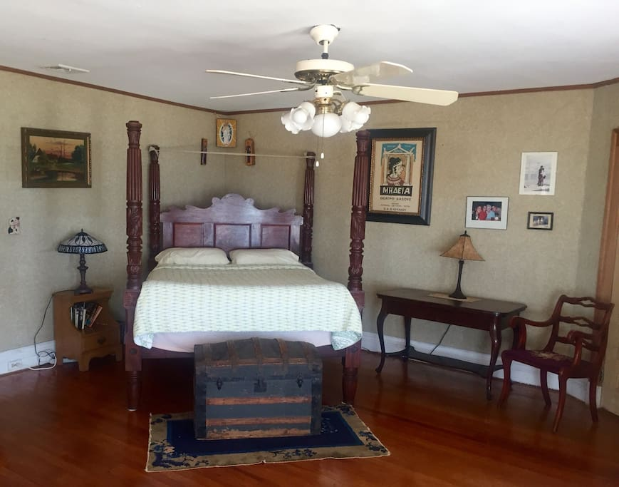 Charming ocean front  four poster