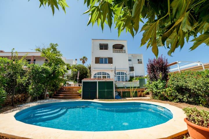 Villa en la playa de Ciutadella con piscina