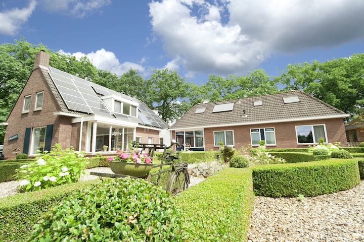 Prachtige villa in bosrijke omgeving in Exloo