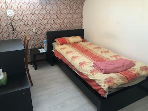 Cozy room near Airport, Fair, University and MPI