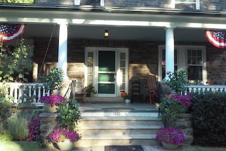 COUNTRY HOME CLOSE TO CENTER CITY! - Philadelphia - Hus