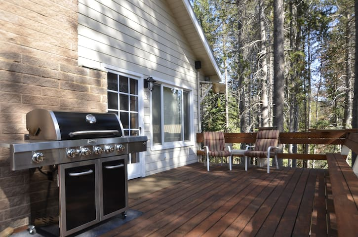 Large front deck with gas bbq