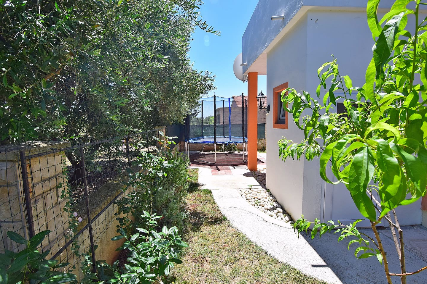 Holiday house with pool for 10-12