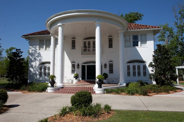 Oak Crest Mansion Inn - Pass Christian - Bed & Breakfast